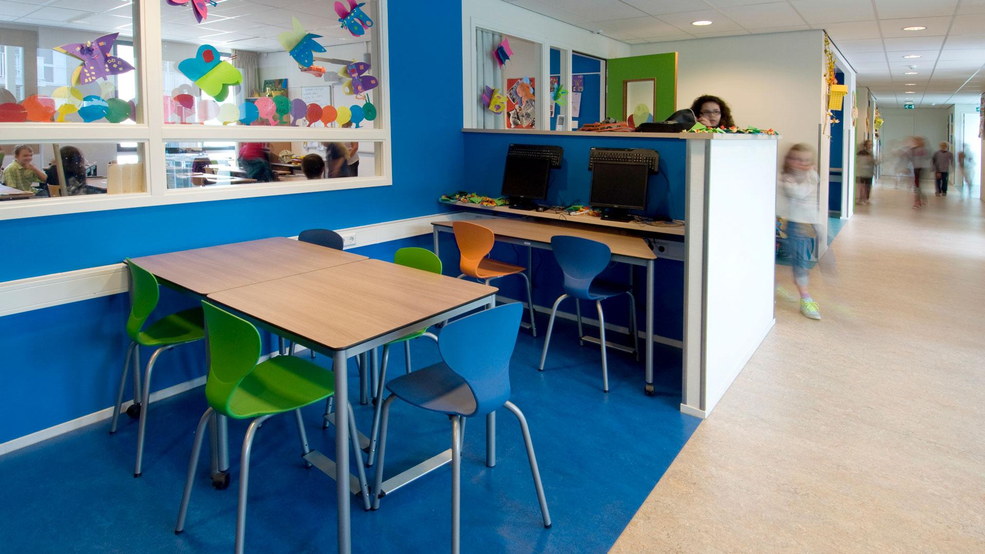 https://www.bureaubos.nl/wp-content/uploads/2017/12/4312-Zandvoort-LDC-interieur-werkplek-op-de-gang-web.jpg